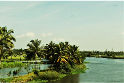 MUNNAR & HOUSEBOAT BUDGET TOUR PACKAGE 4 DAYS / 3 NIGHTS